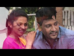 Paathum Paakkaama Song Lyrics