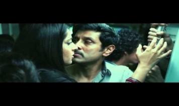 Oru Paadhi Kadhavu Neeyadi Song Lyrics